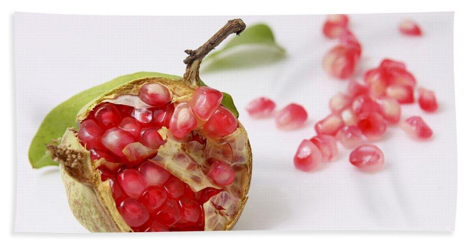 Pomegranate Bath Towel featuring the photograph Pomegranate And Seeds by Yedidya yos mizrachi