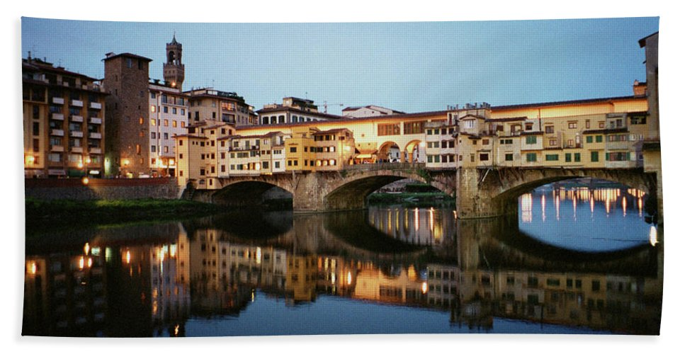 Italy Bath Towel featuring the photograph Ponte Vecchio by Dick Goodman