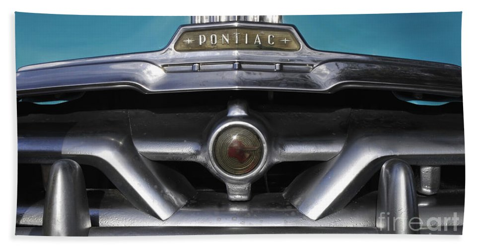 Antic Bath Sheet featuring the photograph Pontiac Grill by David Lee Thompson