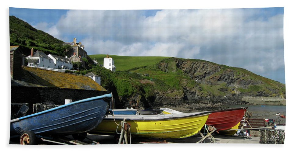 Port Isaac Hand Towel featuring the photograph Port Isaac Boats by Kurt Van Wagner