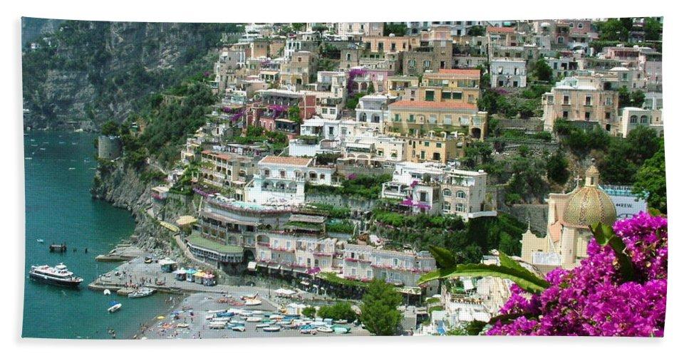 Positano Hand Towel featuring the photograph Positano's Beach by Donna Corless