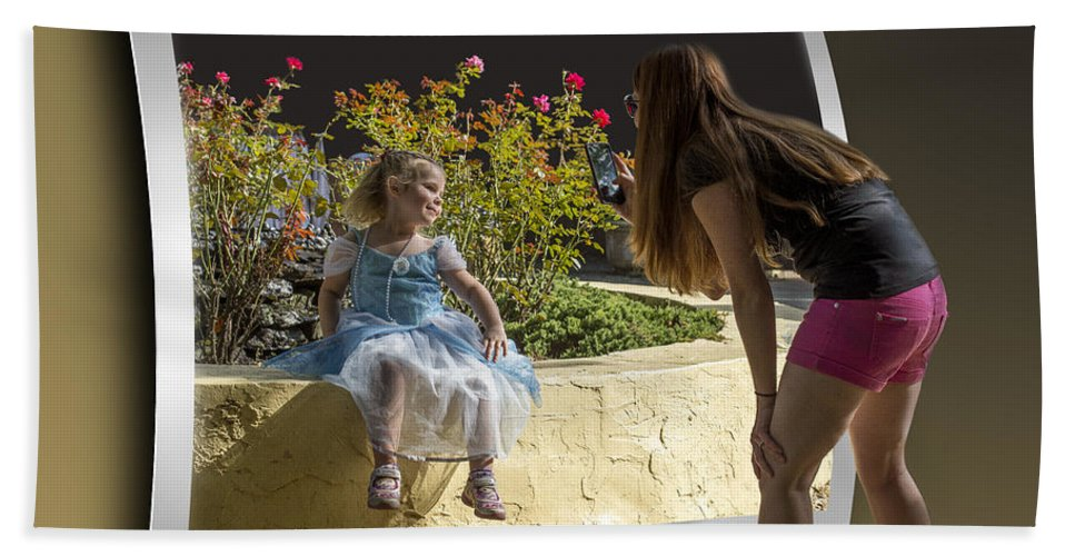 2d Hand Towel featuring the photograph Pretty As A Picture by Brian Wallace