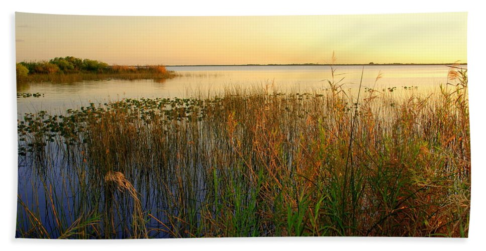 Seascape Bath Sheet featuring the photograph Pretty Evening At The Lake by Susanne Van Hulst
