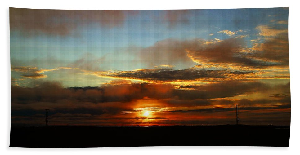 Sunset Bath Towel featuring the photograph Prudhoe Bay Sunset by Anthony Jones