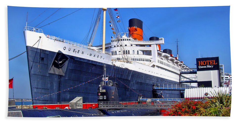 Queen Mary Hand Towel featuring the photograph Queen Mary Ship by Mariola Bitner