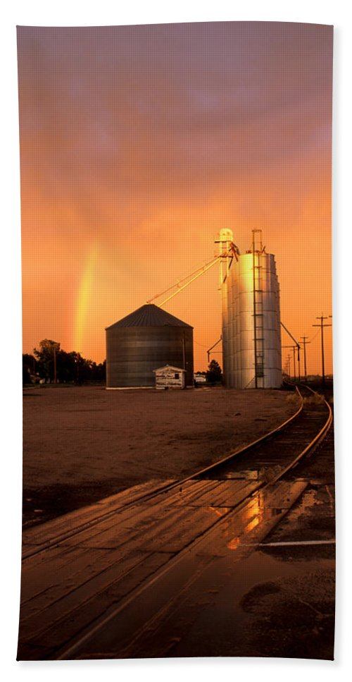 Potter Bath Towel featuring the photograph Rainbow In Potter by Jerry McElroy
