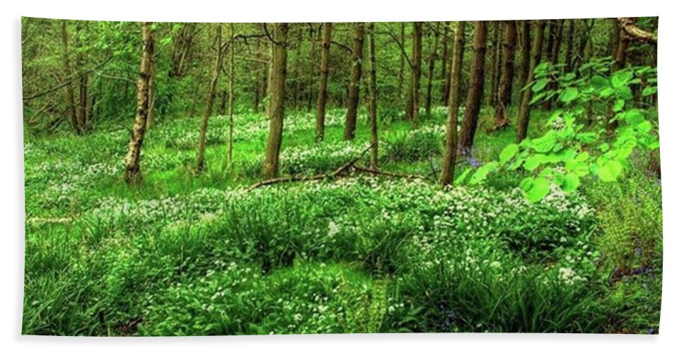 Nature Bath Towel featuring the photograph Ramsons And Bluebells, Bentley Woods by John Edwards