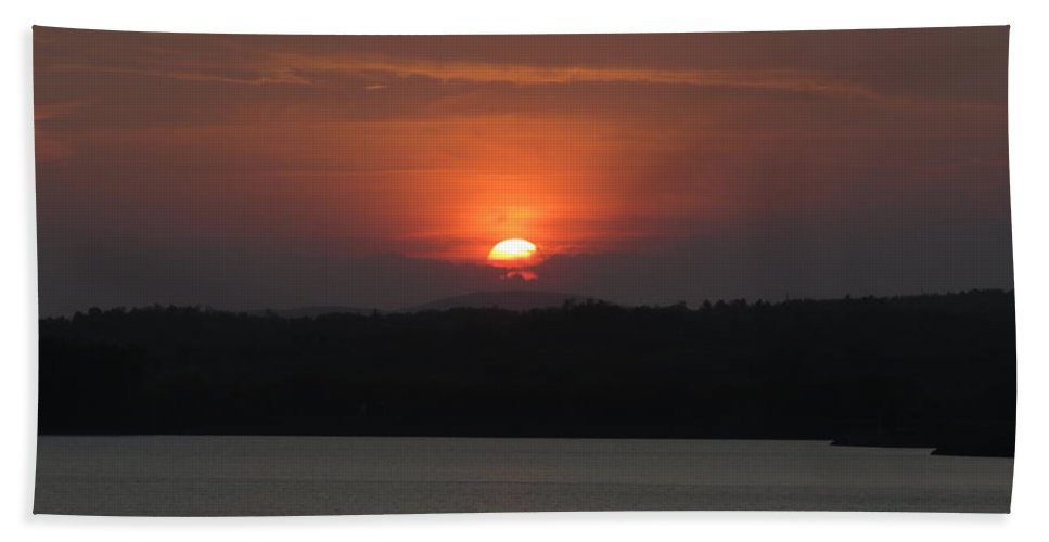 Landscape Bath Sheet featuring the photograph Rare Sunset 2 by Ronald Raymond