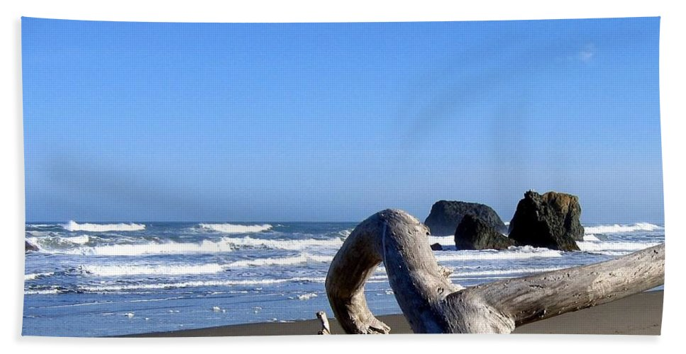 Reaching Back To The Sea Bath Sheet featuring the photograph Reaching Back To The Sea by Will Borden