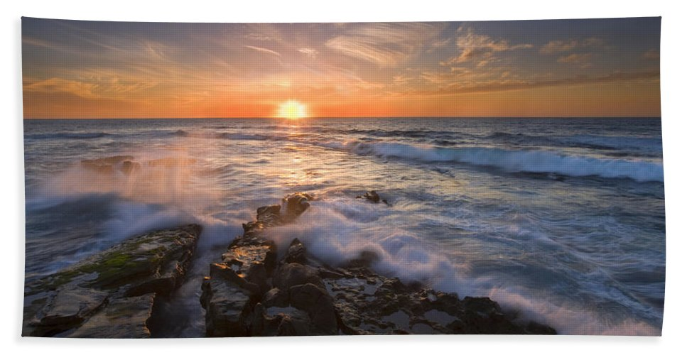 Sunset Hand Towel featuring the photograph Reaching For The Sun by Mike Dawson