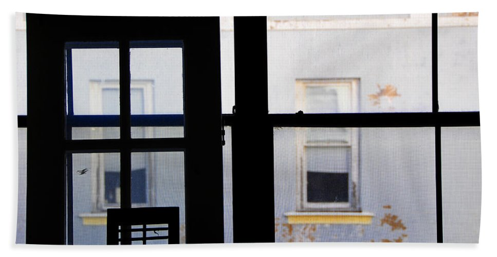 Architecture Bath Towel featuring the photograph Rear Window 3 by Skip Hunt
