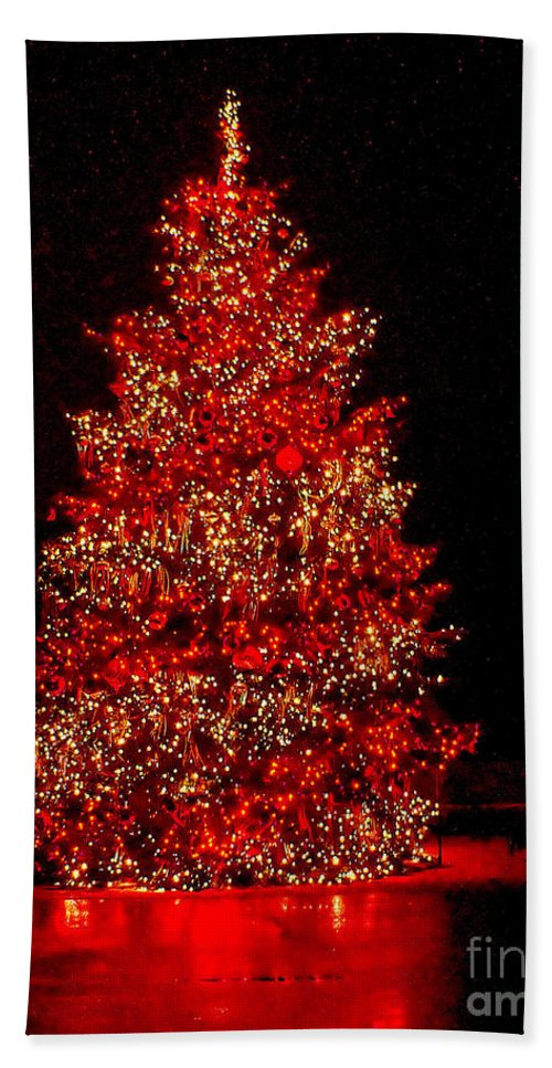 Christmas Bath Sheet featuring the photograph Red Christmas Tree by Nick Zelinsky