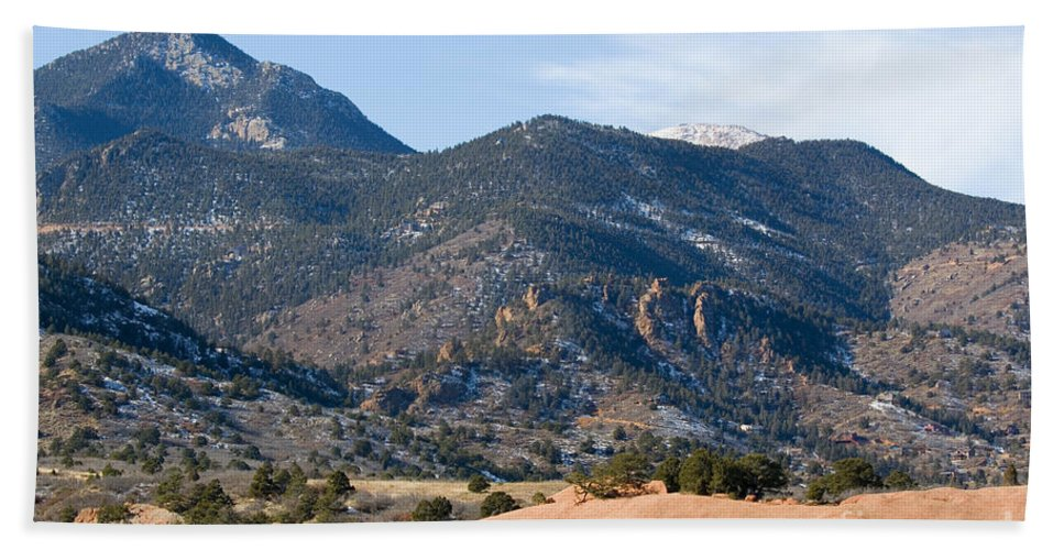 Red Mountain Hand Towel featuring the photograph Red Mountain And Pikes Peak by Steve Krull