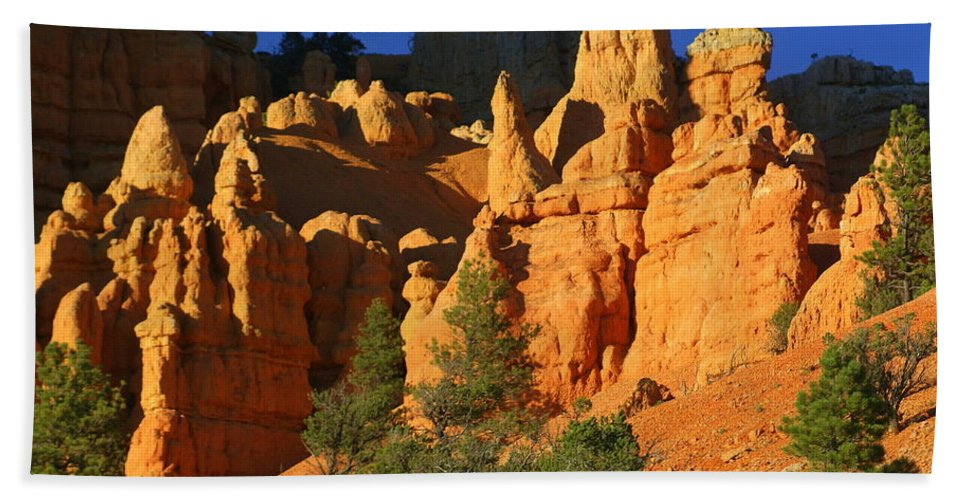 Red Rock Canyon Bath Sheet featuring the photograph Red Rock Canoyon At Sunset by Marty Koch