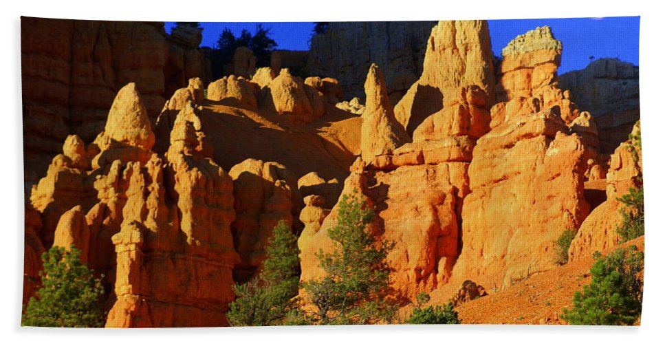 Red Rock Canyon Bath Sheet featuring the photograph Red Rock Canoyon Moonrise by Marty Koch