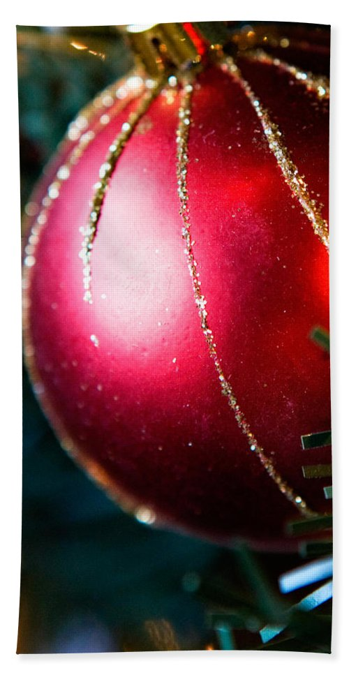 Red Bath Towel featuring the photograph Red Shiny Ornament by Marilyn Hunt