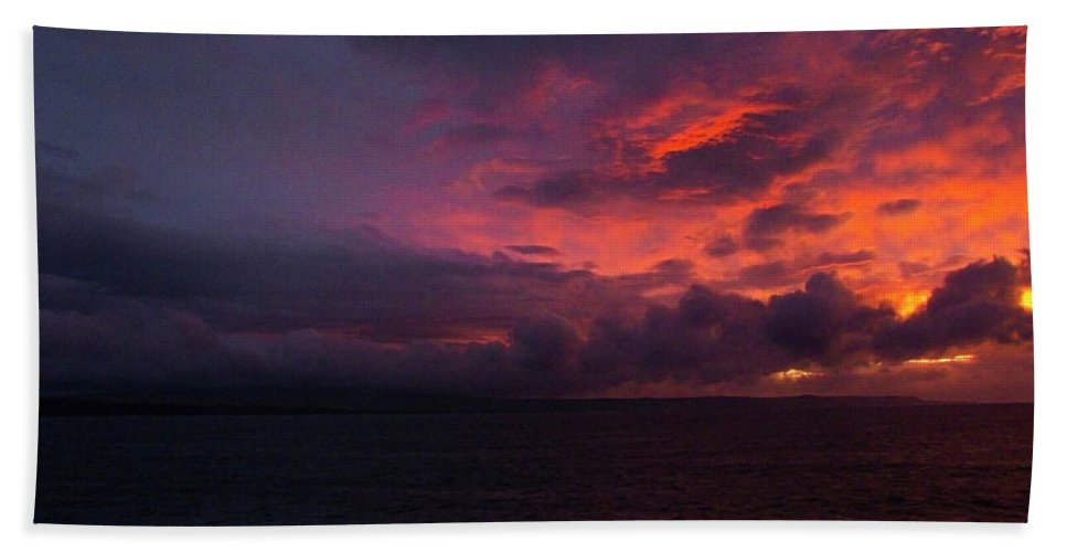 Phil Welsher Hand Towel featuring the photograph Red Skies At Night Hawaii by Phil Welsher