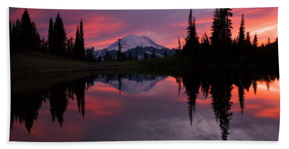 Rainier Hand Towel featuring the photograph Red Sky at Night by Mike Dawson