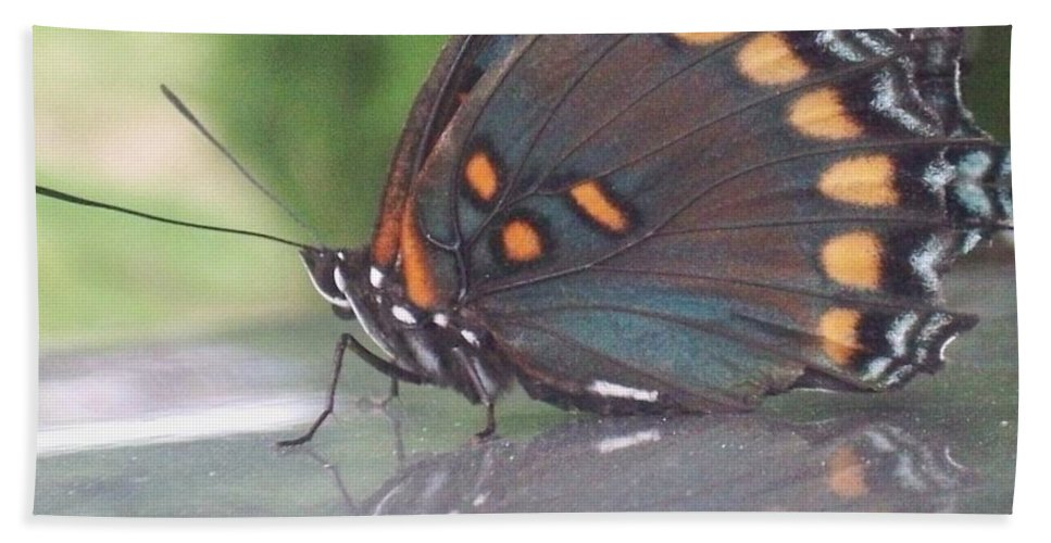 Reflection Hand Towel featuring the photograph Reflection Of Beauty by Sandra McClure