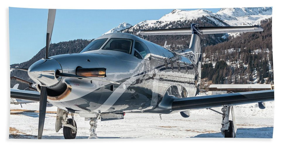 Reflection Over Pilatus Pc12 Oh Jrd Hand Towel For Sale By Roberto Chiartano