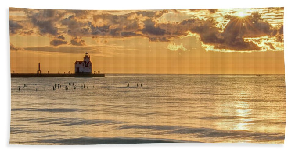 Lighthouse Bath Sheet featuring the photograph Risin' And Shinin' by Bill Pevlor
