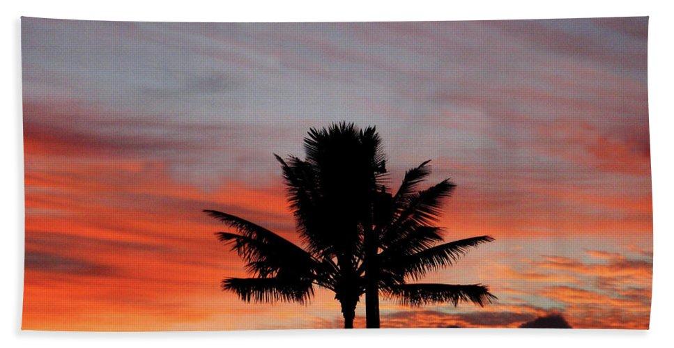 Hawaii Bath Sheet featuring the photograph Rising Above by Pauline Darrow