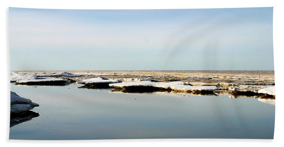 Ocean Hand Towel featuring the photograph River To The Arctic Ocean by Anthony Jones