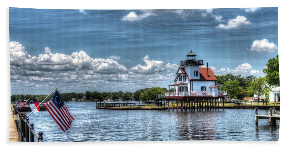 Roanoke River Lighthouse Bath Sheet featuring the photograph Roanoke River Lighthouse No. 2a by Greg Hager