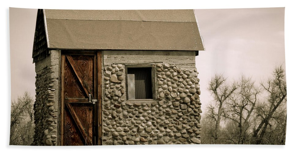 Americana Hand Towel featuring the photograph Rock Shed 2 by Marilyn Hunt