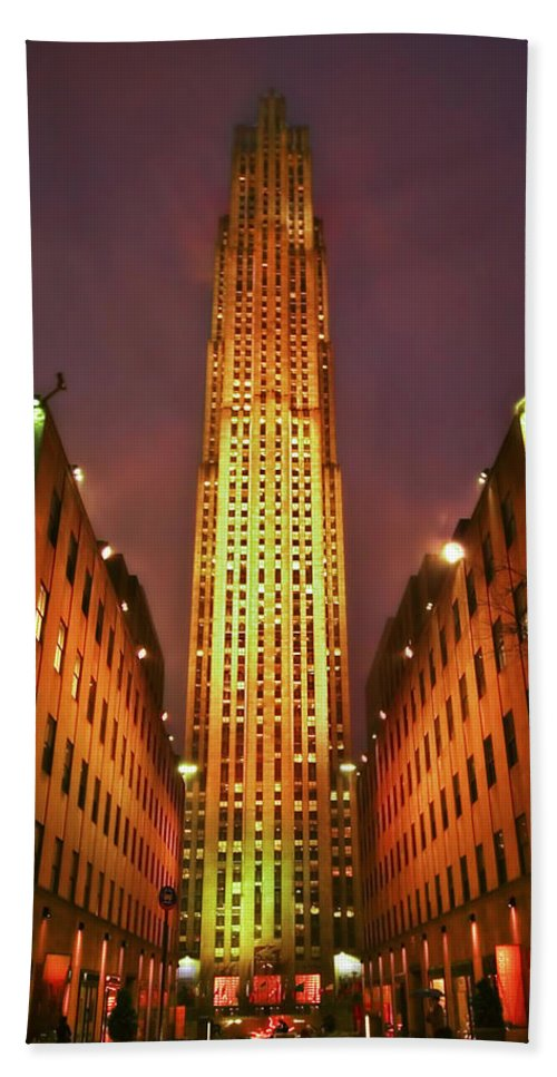 Building Hand Towel featuring the photograph Rockefeller Center by Evelina Kremsdorf