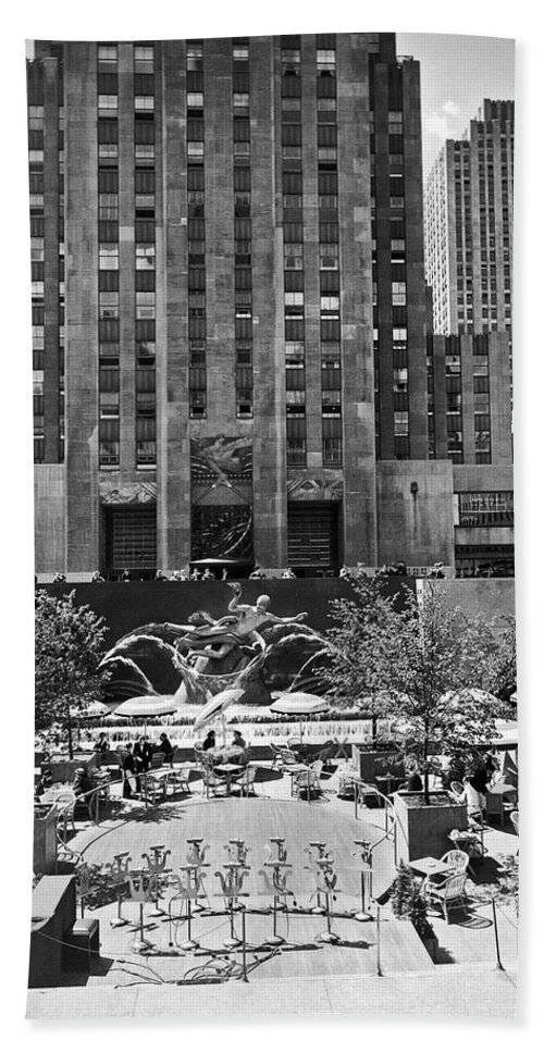 1930s Hand Towel featuring the photograph Rockefeller Center Plaza by Underwood Archives