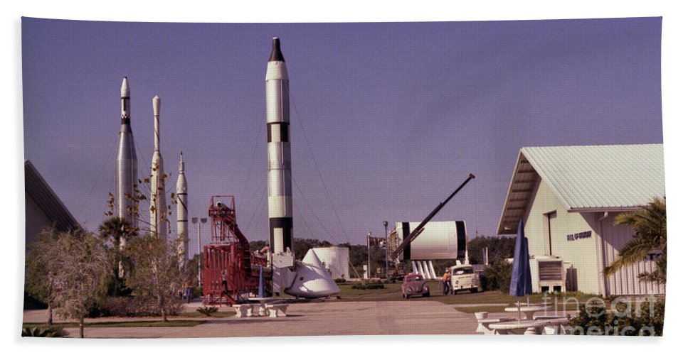 Rocket Bath Towel featuring the photograph Rocket Garden by Richard Rizzo