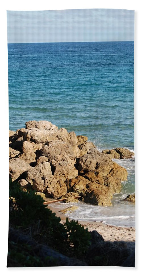 Sea Scape Bath Towel featuring the photograph Rocky Shoreline by Rob Hans