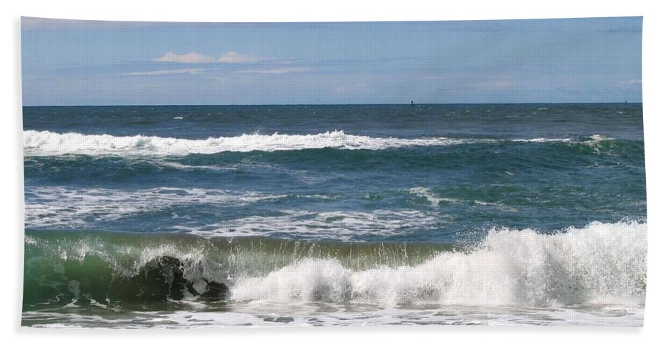 Seascape Bath Sheet featuring the photograph Rolling Ashore by Will Borden