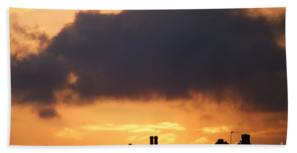 Sunset Hand Towel featuring the photograph Rooftop Sunset by Carol Lynch