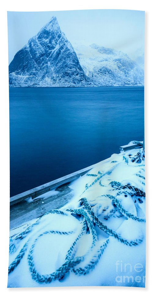 Norway Hand Towel featuring the photograph Ropedrift by Richard Burdon