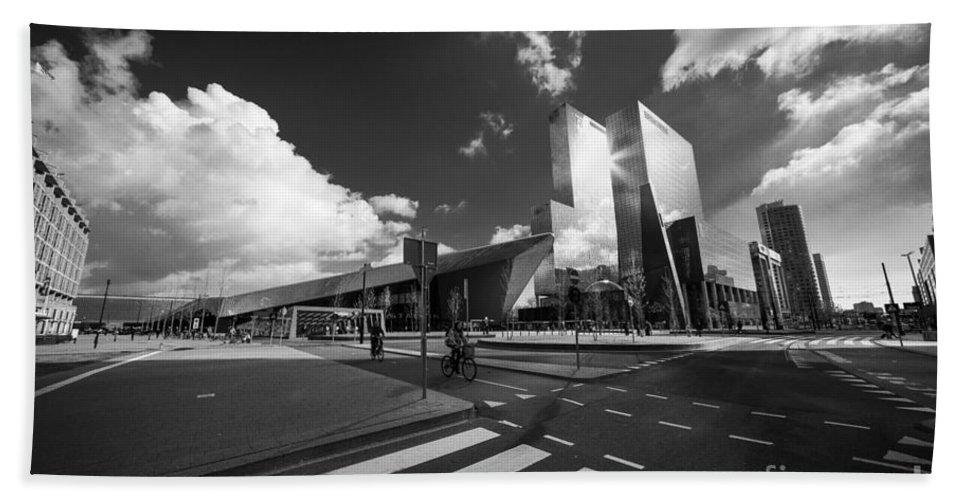 Rotterdam Bath Sheet featuring the photograph Rotterdam Centraal by Rob Hawkins