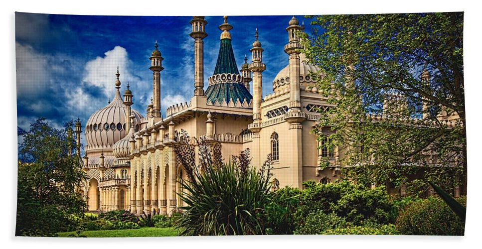 Royal Hand Towel featuring the photograph Royal Pavilion Garden by Chris Lord