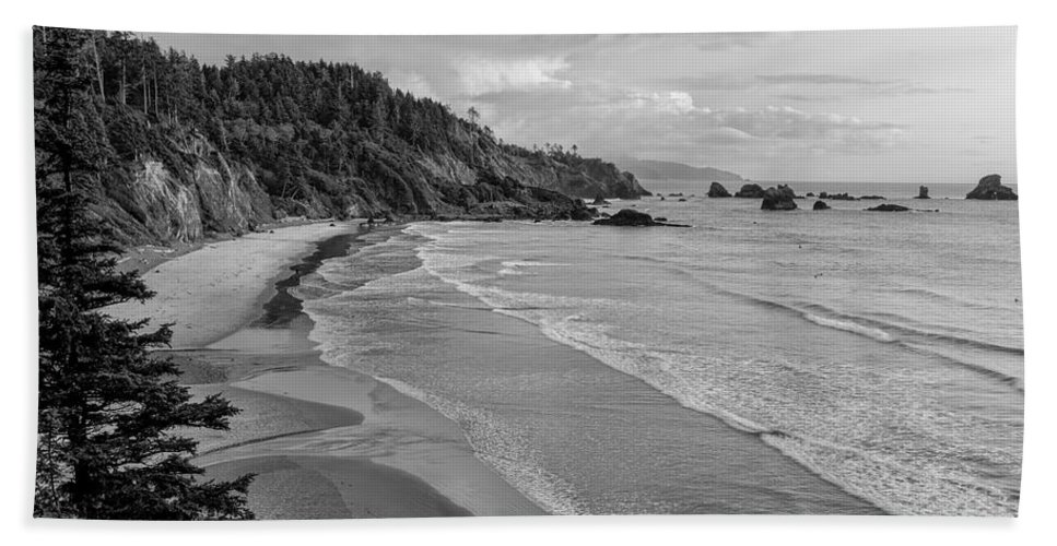 Oregon Bath Sheet featuring the photograph Rugged Beauty by Don Schwartz