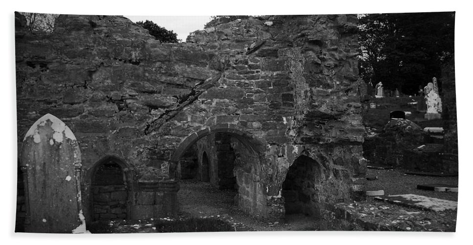 Irish Hand Towel featuring the photograph Ruins At Donegal Abbey Donegal Ireland by Teresa Mucha