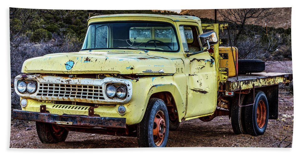 James Marvin Phelps Photography Bath Sheet featuring the photograph Rusty Old Work Truck by James Marvin Phelps