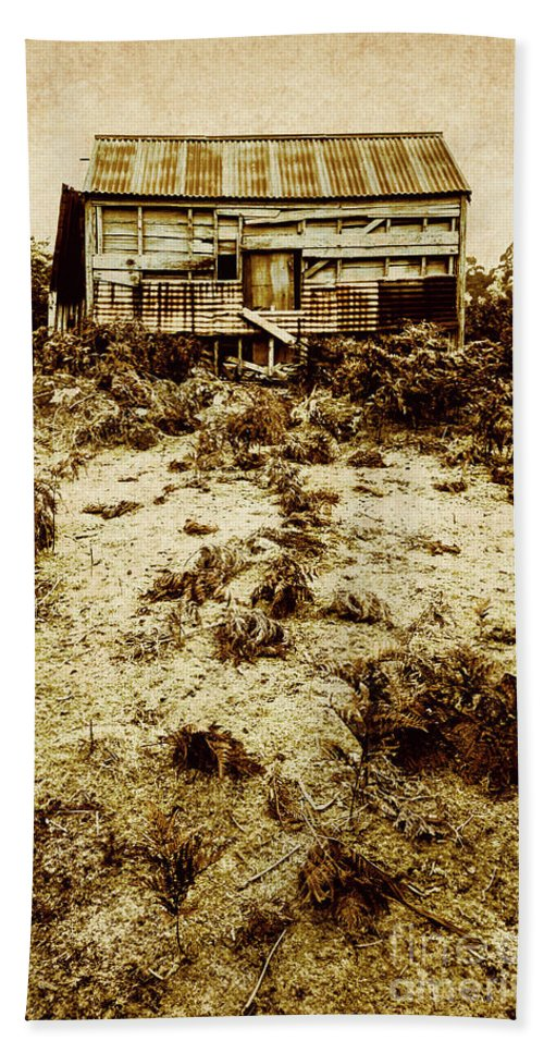 Cabin Bath Towel featuring the photograph Rusty Rural Ramshackle by Jorgo Photography - Wall Art Gallery