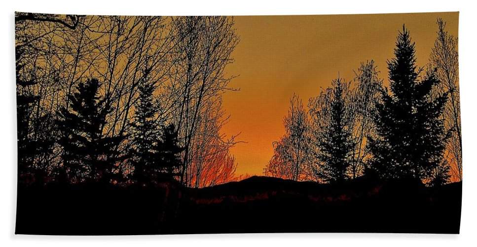 Mountain Bath Sheet featuring the photograph Saffron Sunset by Elizabeth Tillar