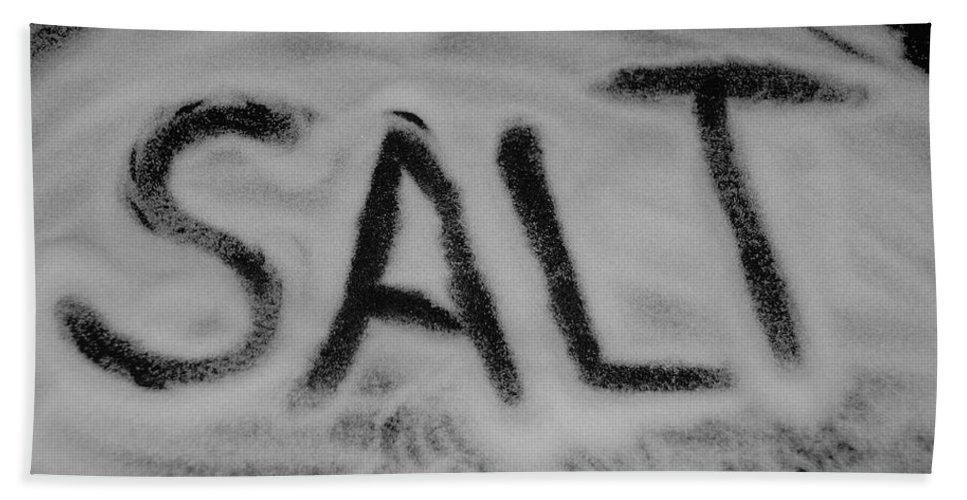 Black And White Bath Towel featuring the photograph Salt by Rob Hans