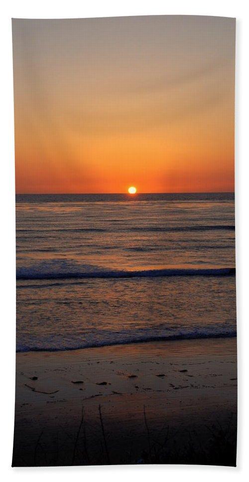 Sunset Hand Towel featuring the photograph San Eljio Sunset Ca by Susanne Van Hulst