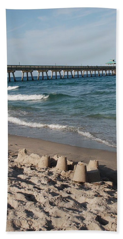 Sea Scape Bath Towel featuring the photograph Sand Castles And Piers by Rob Hans