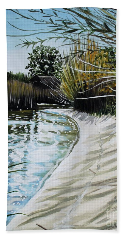Landscape Bath Towel featuring the painting Sandy Reeds by Elizabeth Robinette Tyndall