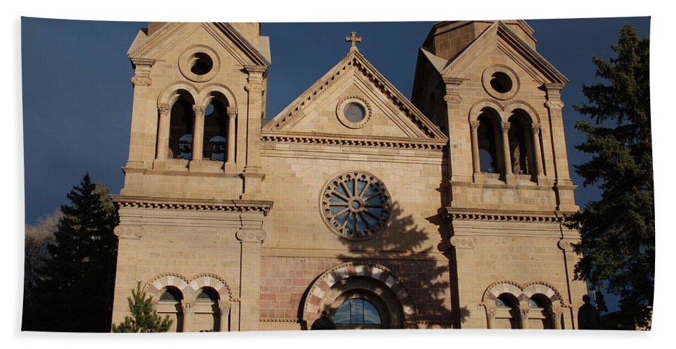 Architecture Bath Towel featuring the photograph Santa Fe Church by Rob Hans