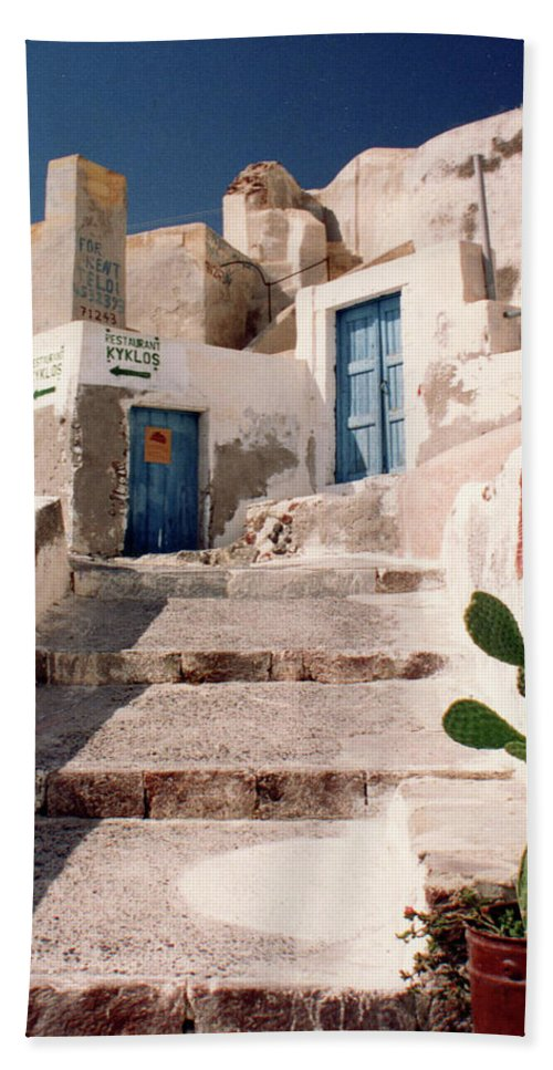 Landscape Hand Towel featuring the photograph Santorini Entryway by Stan Roban