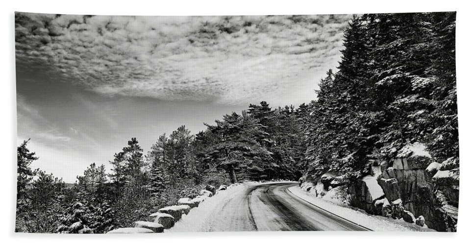 Winter Hand Towel featuring the photograph Sargents Drive by Susan Garver